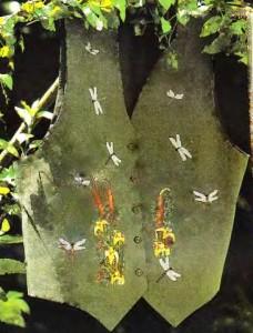 Жилетка со стрекозами и ирисами