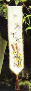 Сонетка со стрекозами и ирисами