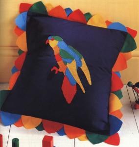 Подушка с попугаем