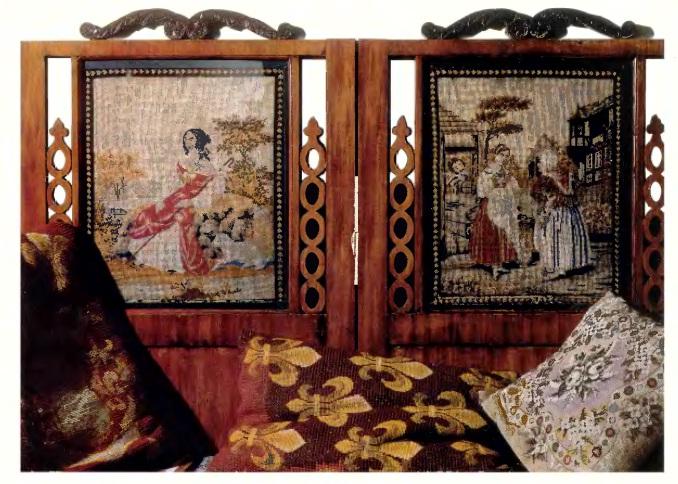 Варианты как украсить подушку бисером.